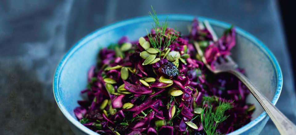 Smuk og mættende spidskålsalat er antiinflammatorisk