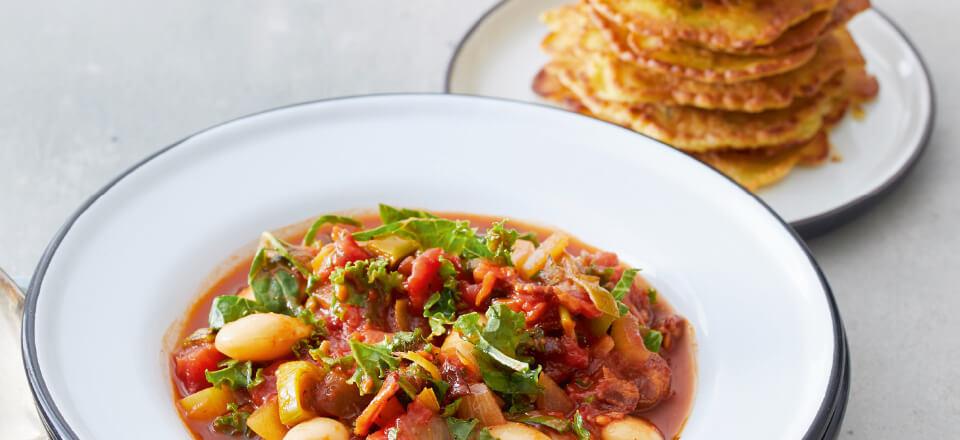 Skøn og rustik tomatsuppe med sundt indhold og tilbehør