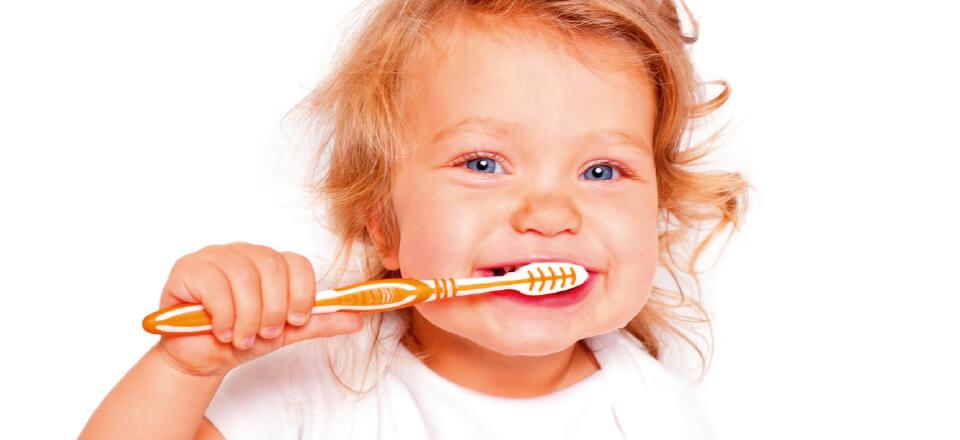 Pleje af det lille barns mund og den første tand