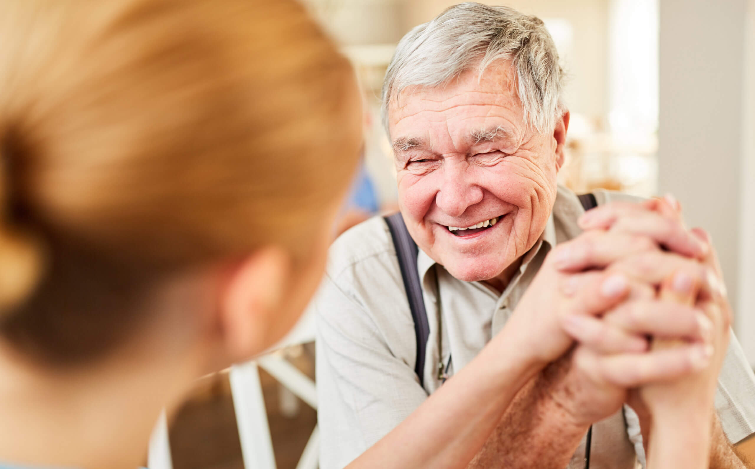 Hjælp din demente elskede med at føle sig god nok